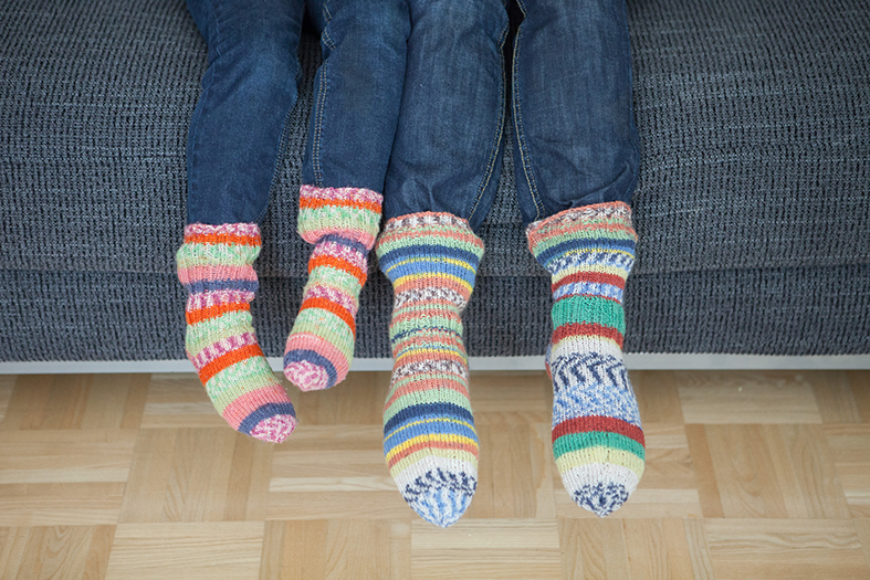 「ふだん着のフィンランド」から。著者モニカさんのお母さんが編んだという靴下。  / Photo: Katariina Jarvinen