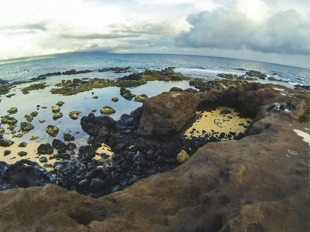 heart-shaped cove at low tide next to the road to hana right outside of paia.