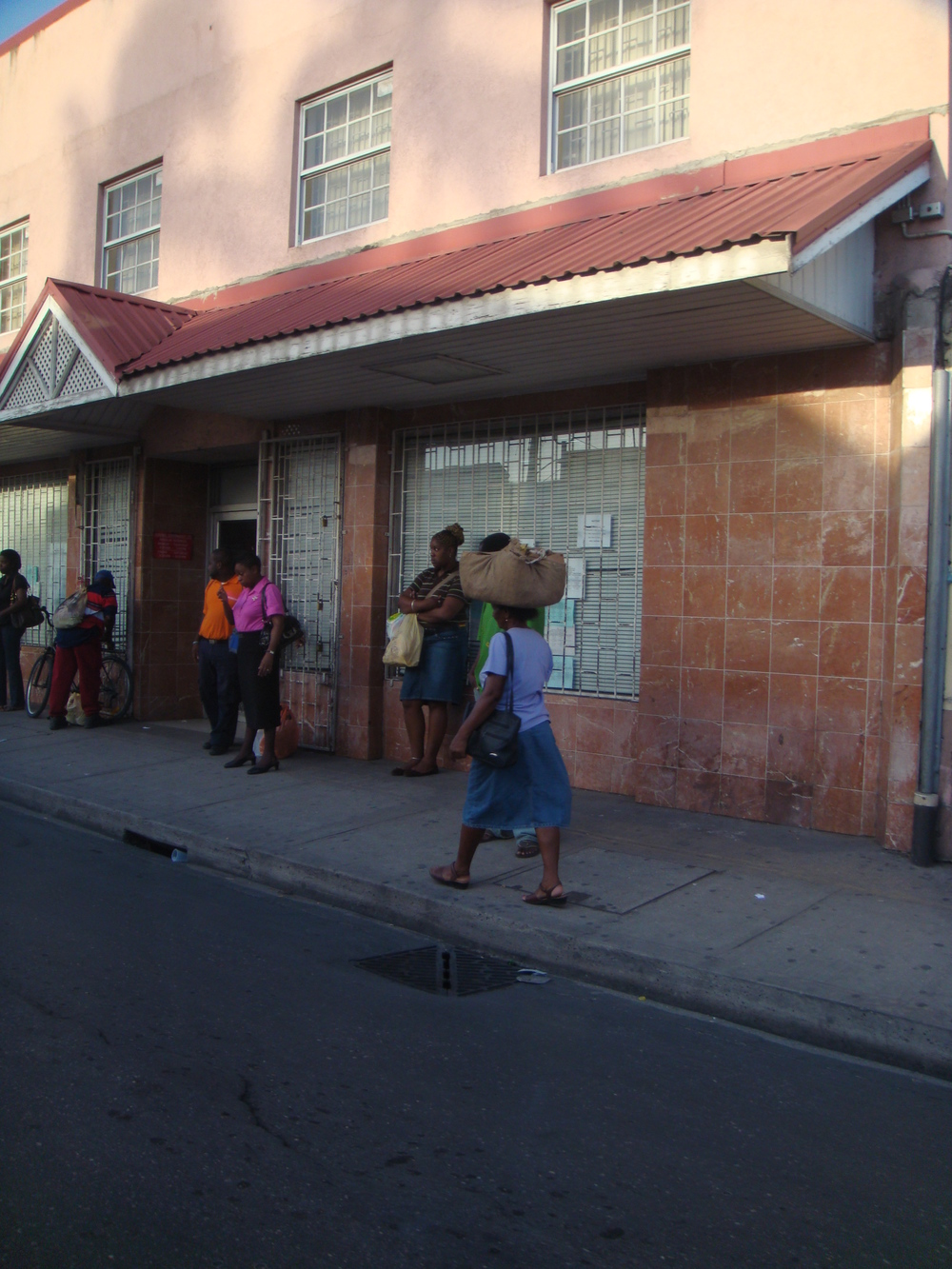 Busy street in Bridgetown