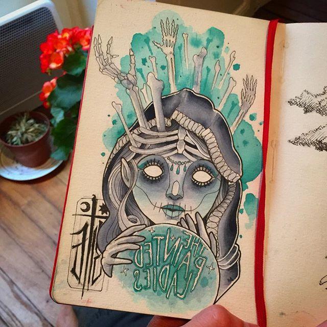 Un notre petit dessin de mon journal! #notebook #thepaintedladiesliverpool #fortuneteller #voyant #tattoo #tattoodesign Come find me at #monstertattoo in Balard, Paris!