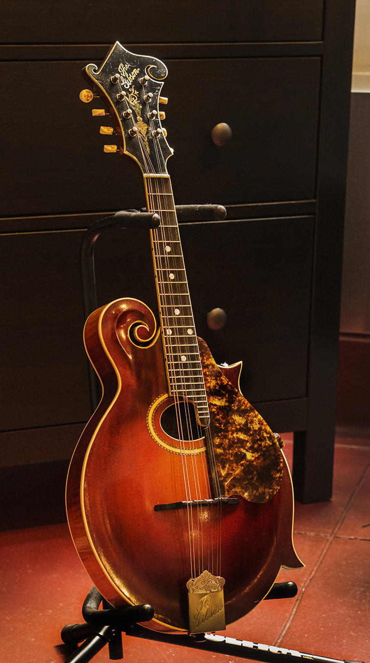A pretty looking and sounding 1917 Gibson F4 from Retrofret Vintage Guitars in Brooklyn, New York.