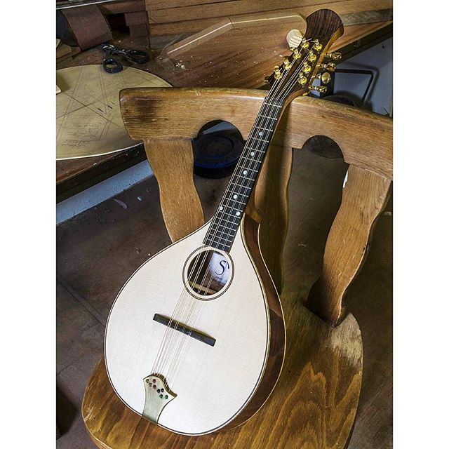 A beautifully crafted  and wonderful sounding Siveen Mandolin by Paul Evans of Cahersiveen, Ireland. #mandolin #themandolinplayer #irishmusic #ireland