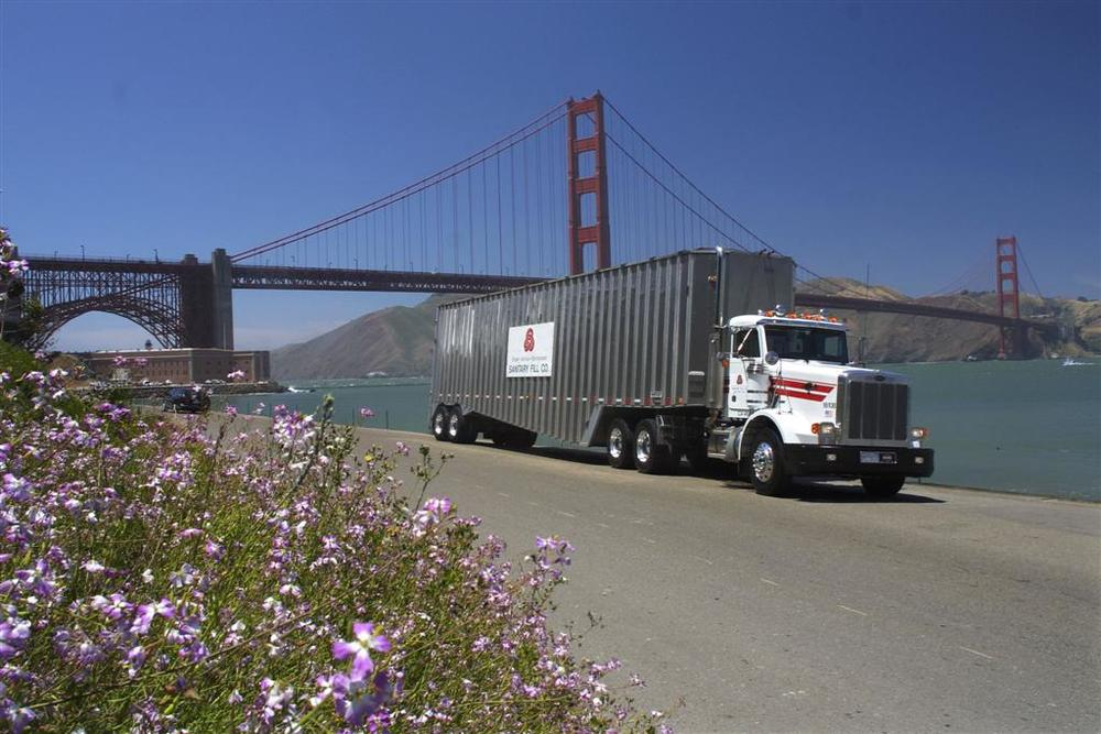 LNG truck GG bridge.jpg
