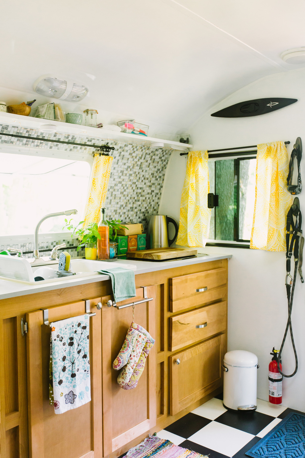 CindyGiovagnoli_CamperRenovation_VintageCamper_Trailer_Reno-025.jpg