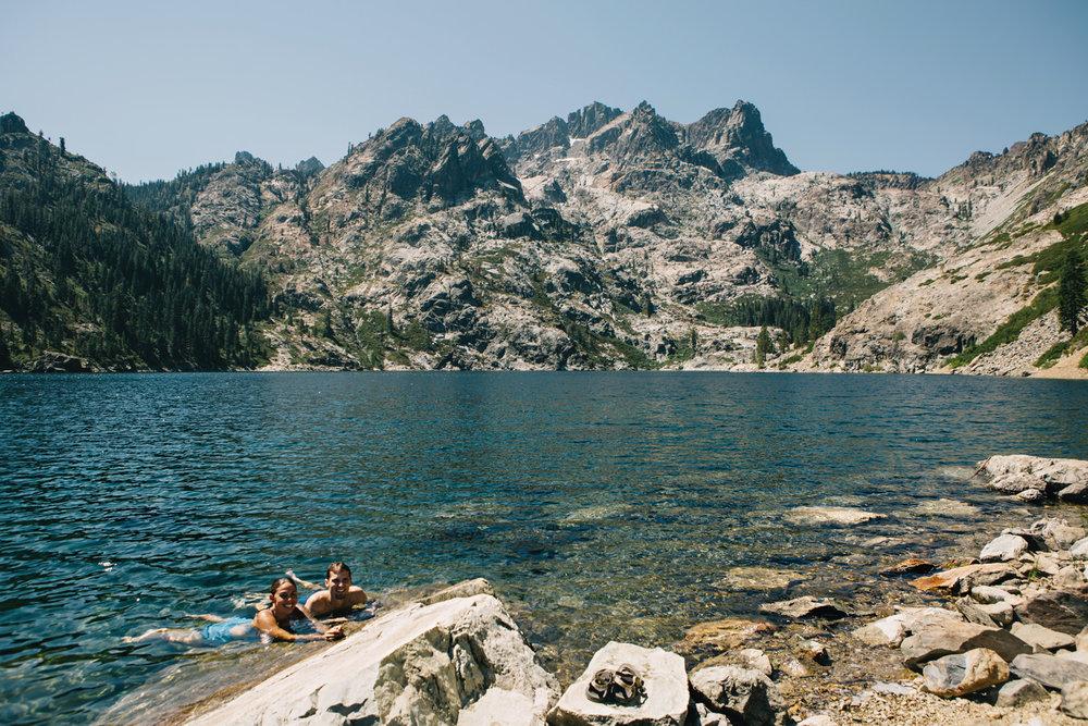 CindyGiovagnoli_SierraNevadaMountains_UpperSardineLake_SierraButte_alpine_lake_California-003.jpg