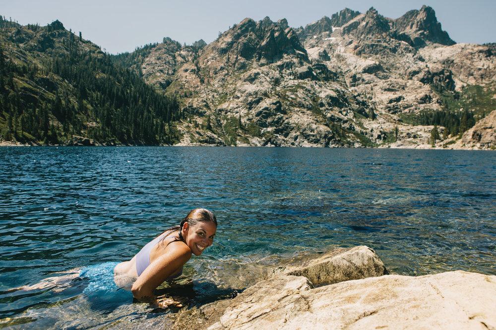 CindyGiovagnoli_SierraNevadaMountains_UpperSardineLake_SierraButte_alpine_lake_California-008.jpg
