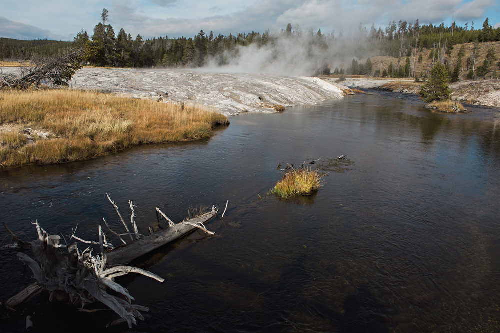 CindyGiovagnoli_road_trip_Yellowstone_National_Park_Montana_Wyoming_hot_springs_geyser_Old_Faithful_Grand_Prismatic-001.jpg