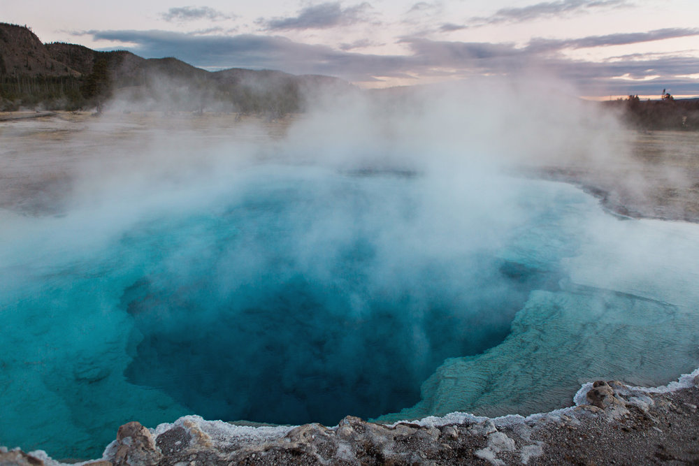 CindyGiovagnoli_road_trip_Yellowstone_National_Park_Montana_Wyoming_hot_springs_geyser_Old_Faithful_Grand_Prismatic-015.jpg