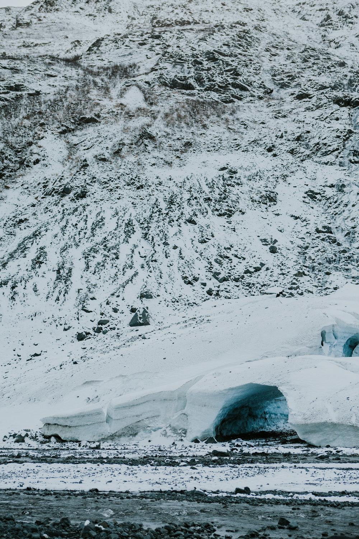 CindyGiovagnoli_hiking_glacier_Anchorage_snow_winter_ByronGlacier_Alaska-021.jpg
