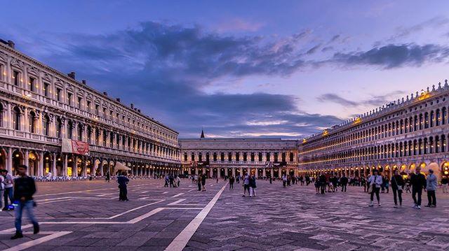Piazza San Marco⠀ ⠀ #travel #venice #piazzasanmarco #niclasjonssonphotography #pentax #pentaxk3 #urbanlandscape #sunset