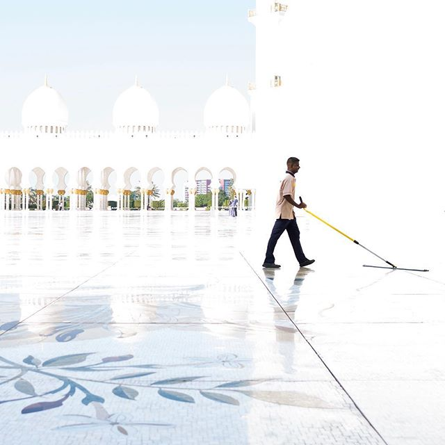 Measuring 180,000 sq ft, the courtyard at Sheikh Zayed Mosque in Abu Dhabi might be the largest example of marble mosaic in the world . . . #abudhabi #marblemosaic #leicam #leicam10d #skymileslife #sheikzayedmosque