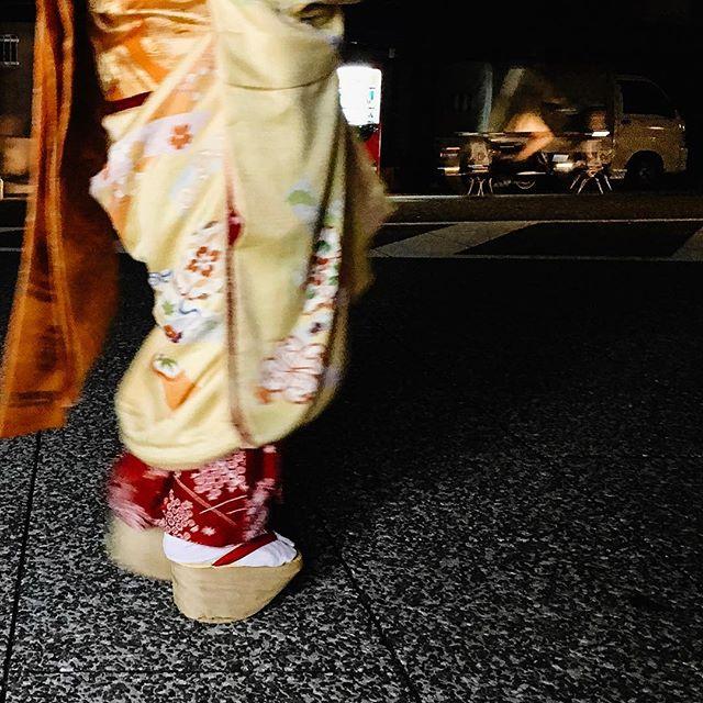 That night in Kyoto, 6 December 2015 . . . #kyotonightlife #japantravel #geishastyle #streetphotography #skymileslife