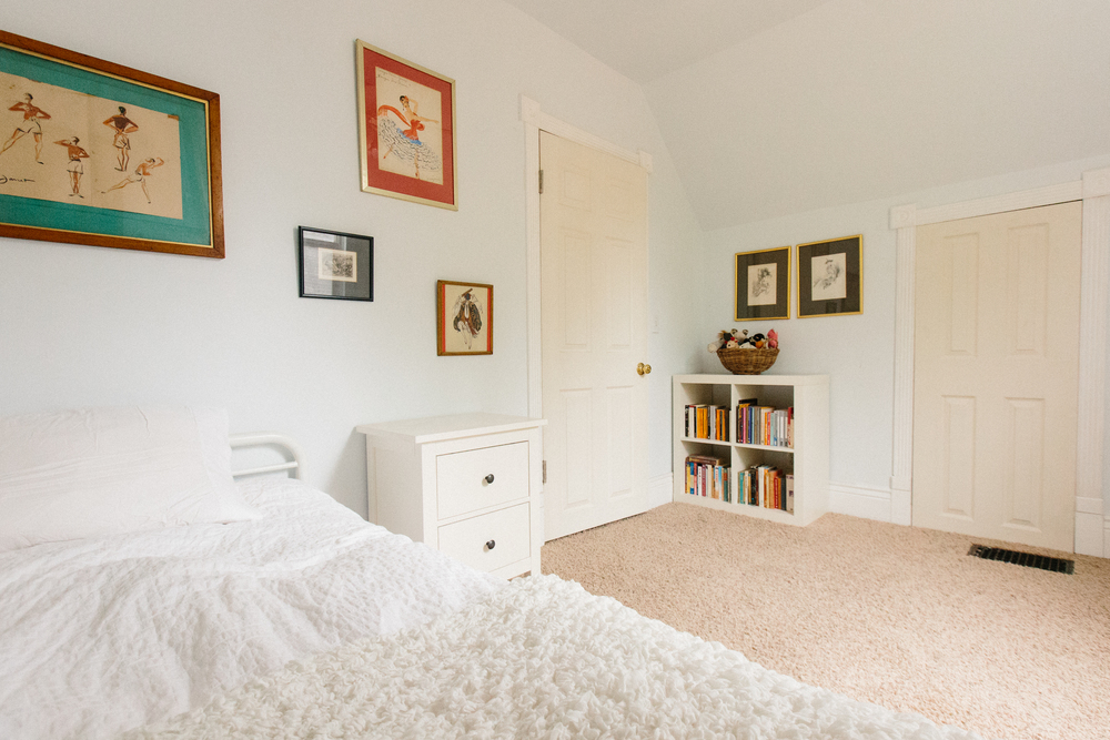 Last but not least, the third bedroom includes a twin bed with a pull-out trundle. This cozy room gets lots of light and is tucked away upstairs, adjacent to the full bath.