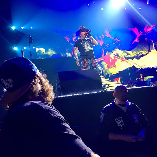 I just hope that one day. Some one will look at me the way that Critter looks at Axel Rose.  #iamklyce #gunsnrosesnotinthislifetimetour #gunsnroses #critter #mylife #axelrose #oracle #oakland #rocknroll #iwish
