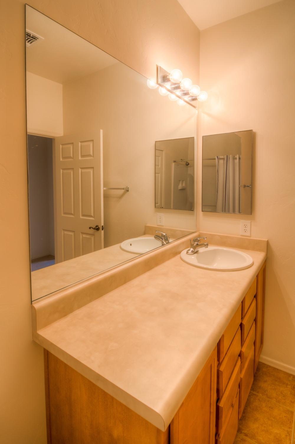 32 Bath photo a.jpg
