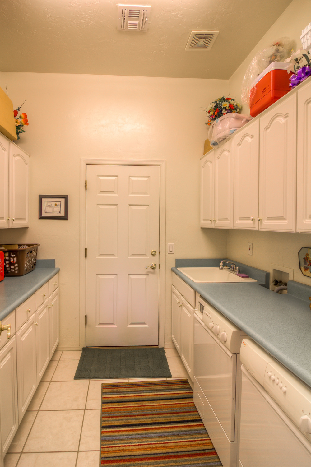 7 Laundry Room.jpg