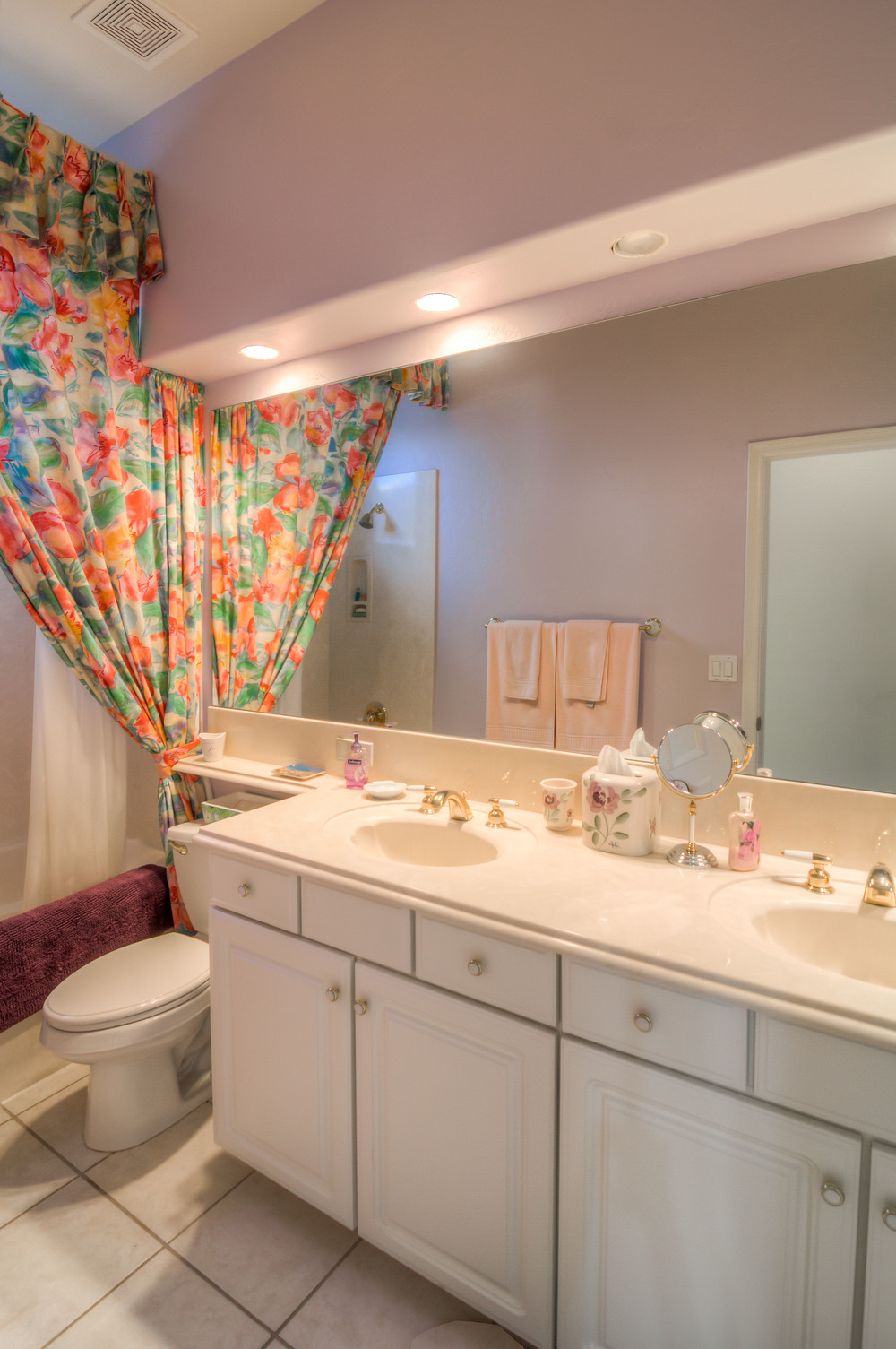 33 Bathroom photo a.jpg