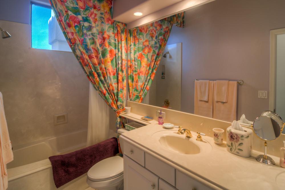 34 Bathroom photo b.jpg