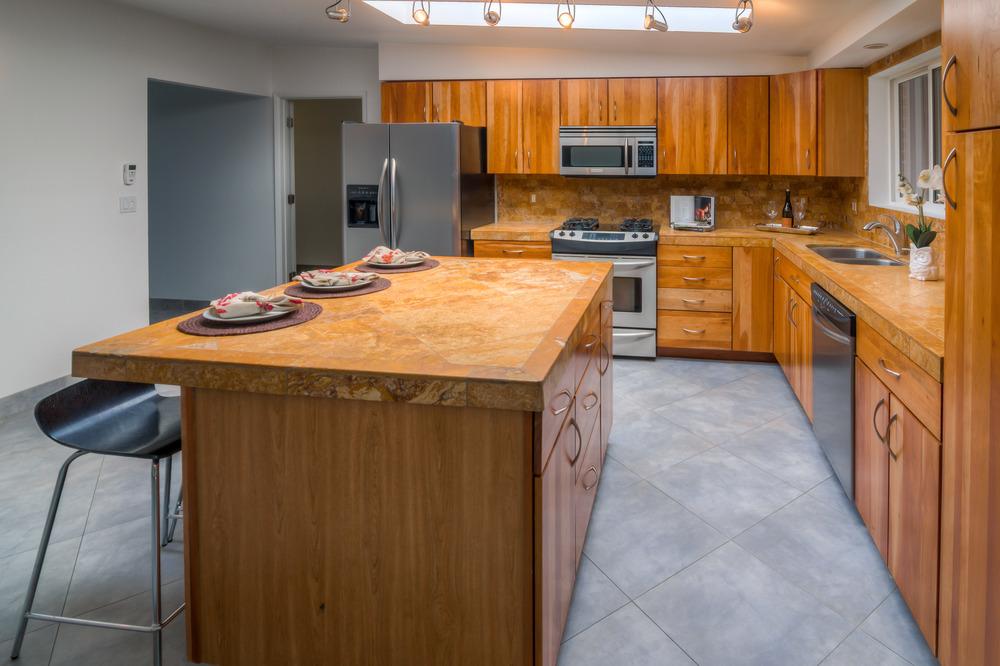 10 Kitchen photo c.jpg