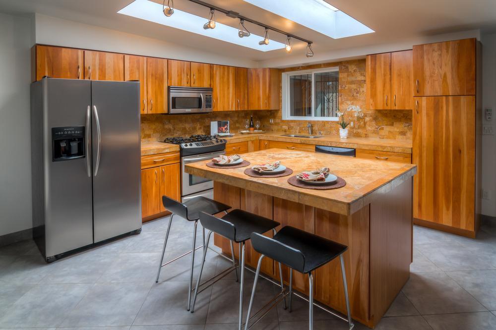 11 Kitchen photo d.jpg