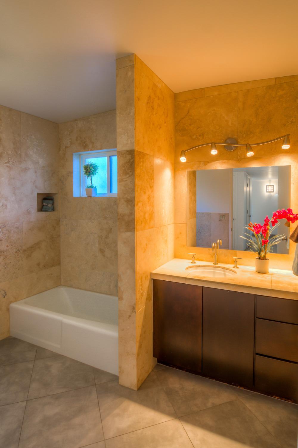 23 Bathroom photo a.jpg