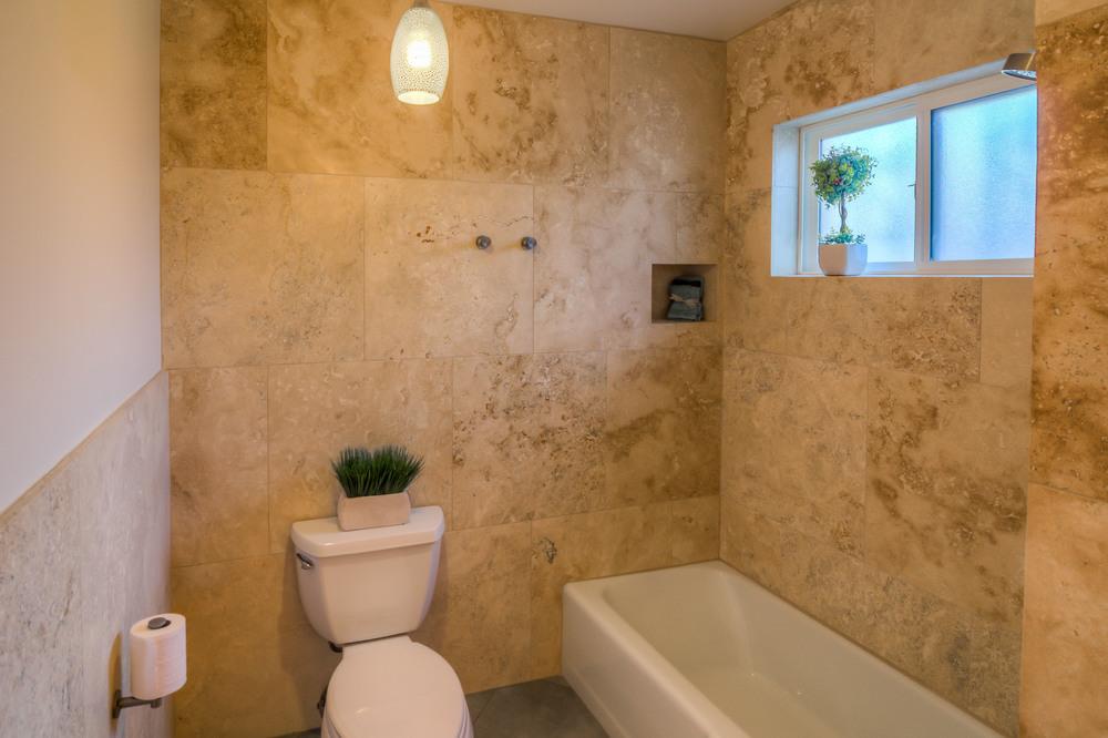 24 Bathroom photo b.jpg