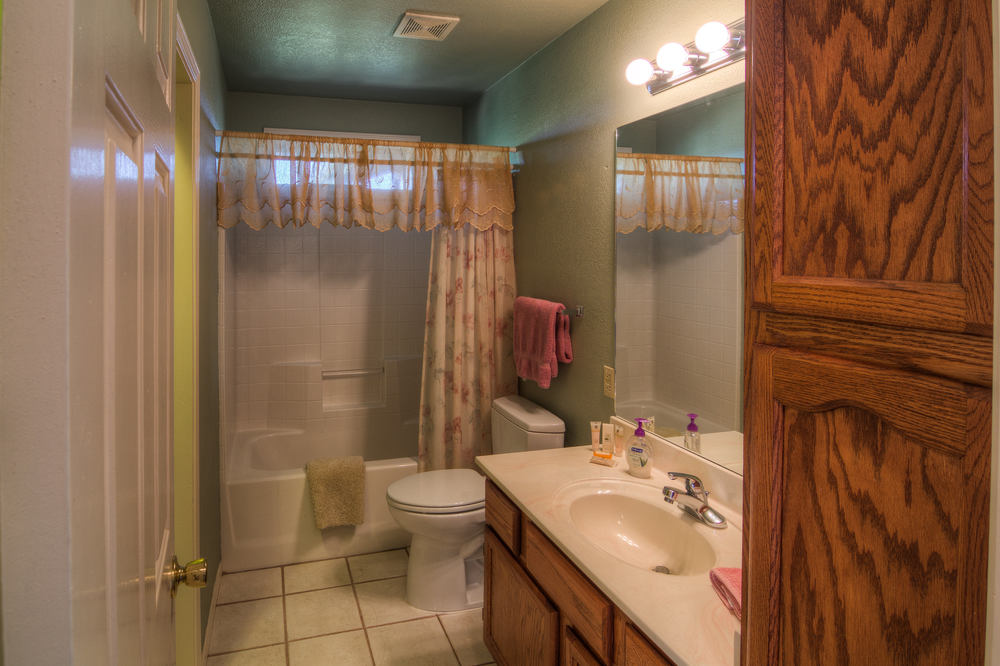 17 cottage bathroom 2-2.jpg