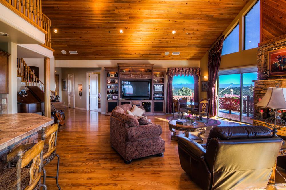 32 living room b-2.jpg