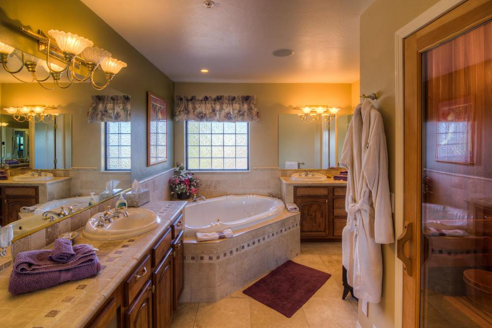 51 master bath 2 .jpg
