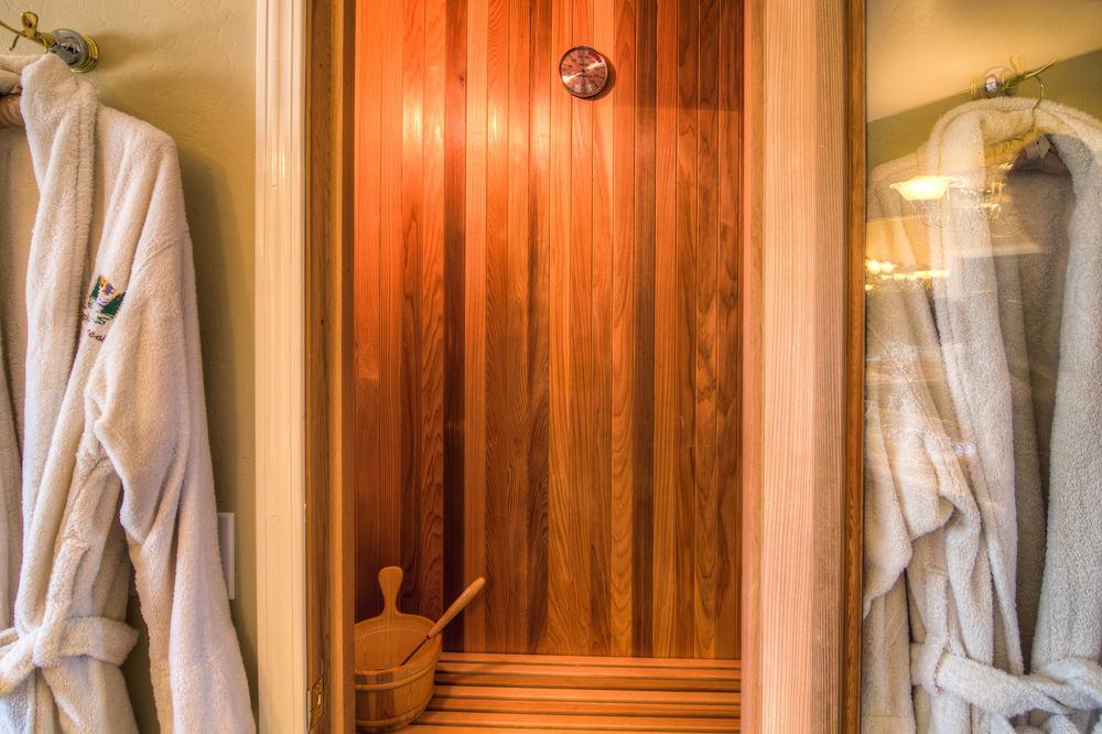 53 master bath 2 sauna b.jpg
