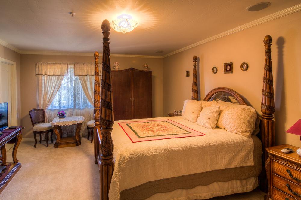 54 bedroom 1 a.jpg