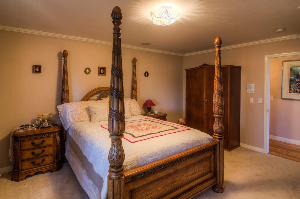 55 bedroom 1 b.jpg