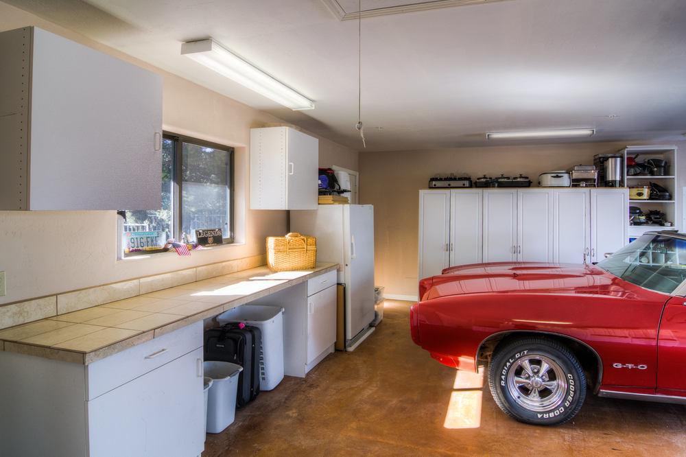60 upper garage a.jpg