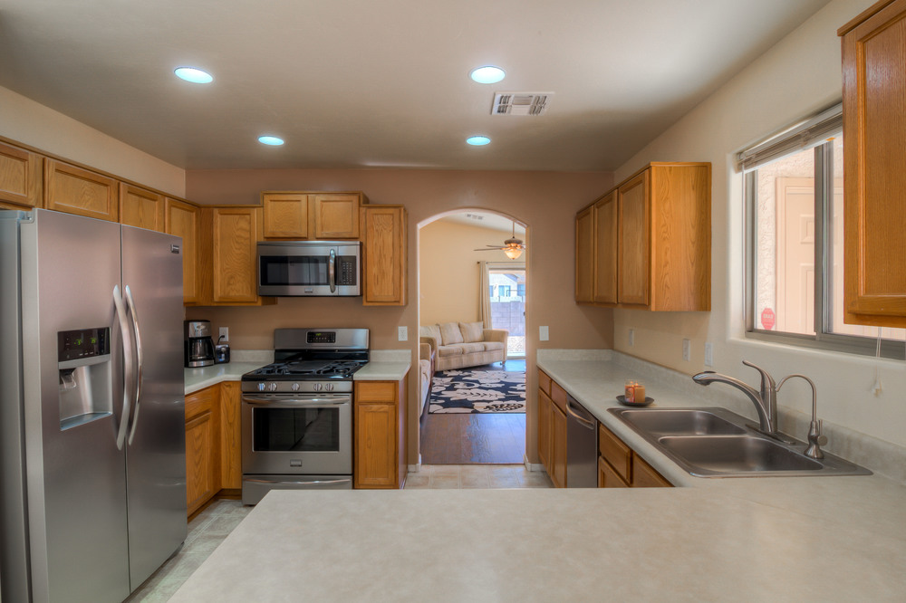 13 Kitchen photo e.jpg