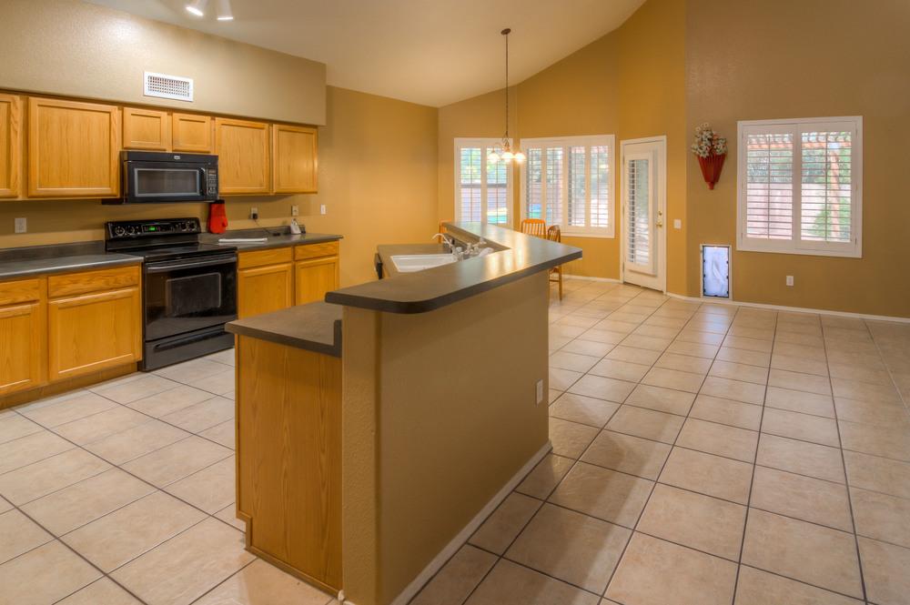 16 Kitchen photo a.jpg