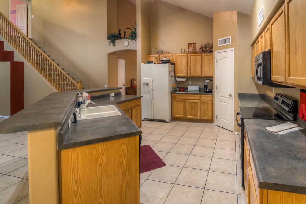 19 Kitchen photo d.jpg