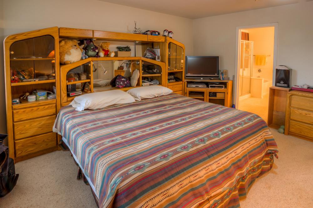 21 Master Bedroom photo b.jpg