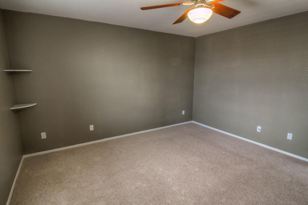 33 Bedroom 1 photo c.jpg