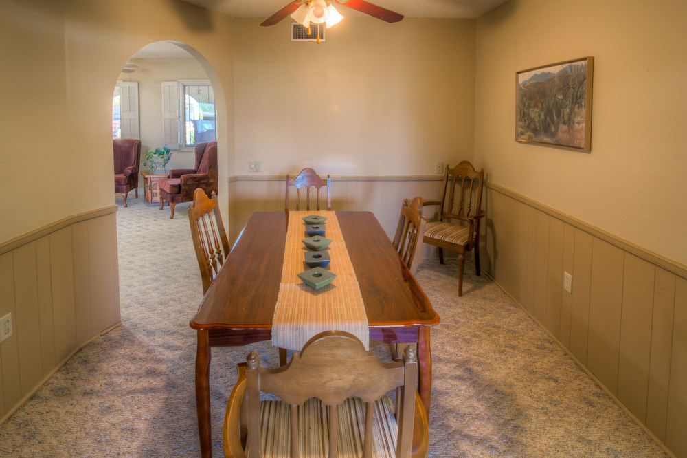 15 Dining Room photo a.jpg