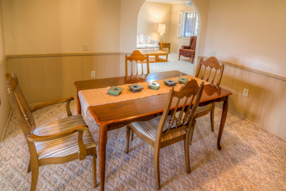 16 Dining Room photo b.jpg