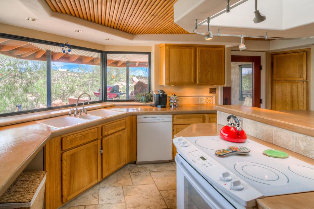 13 Kitchen Photo d.jpg
