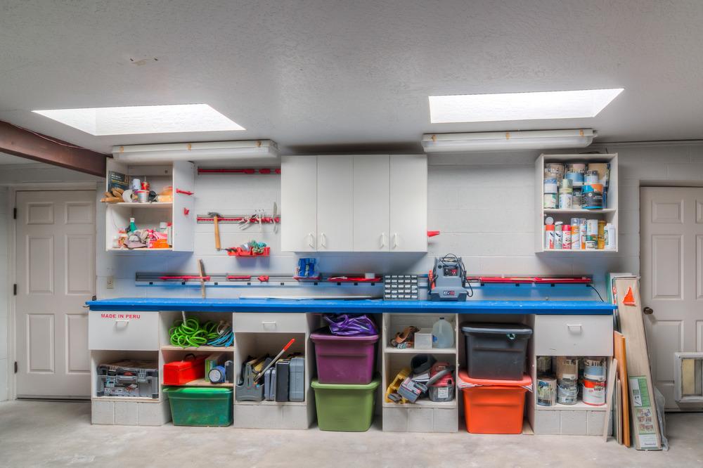 25 Garage Work Bench.jpg