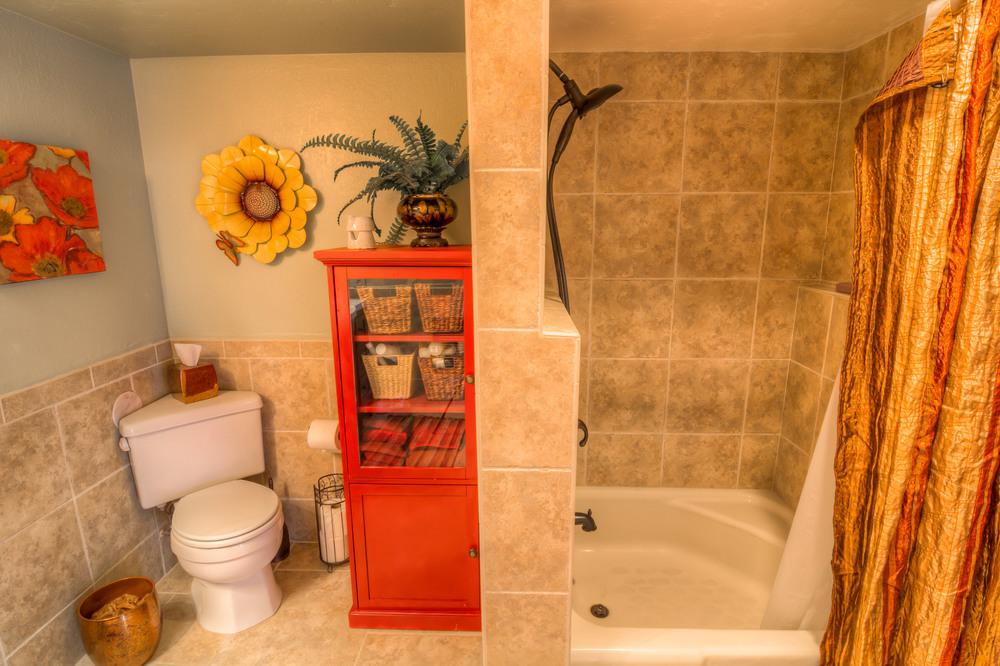 27 Bathroom Photo b.jpg