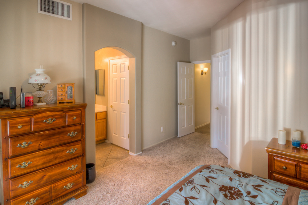18 Master Bedroom Photo d.jpg