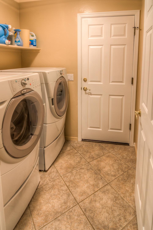 26 Laundry Room.jpg