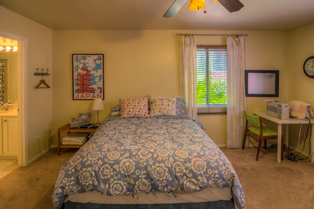 21 Downstairs Guest Bedroom Photo a.jpg