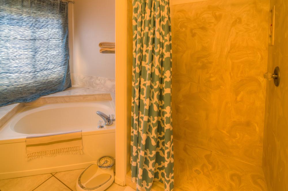 33 Master Bath Photo b.jpg