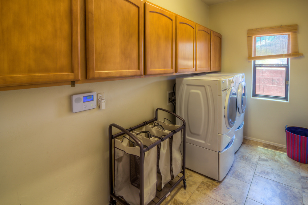 16 Laundry Room Photo b.jpg