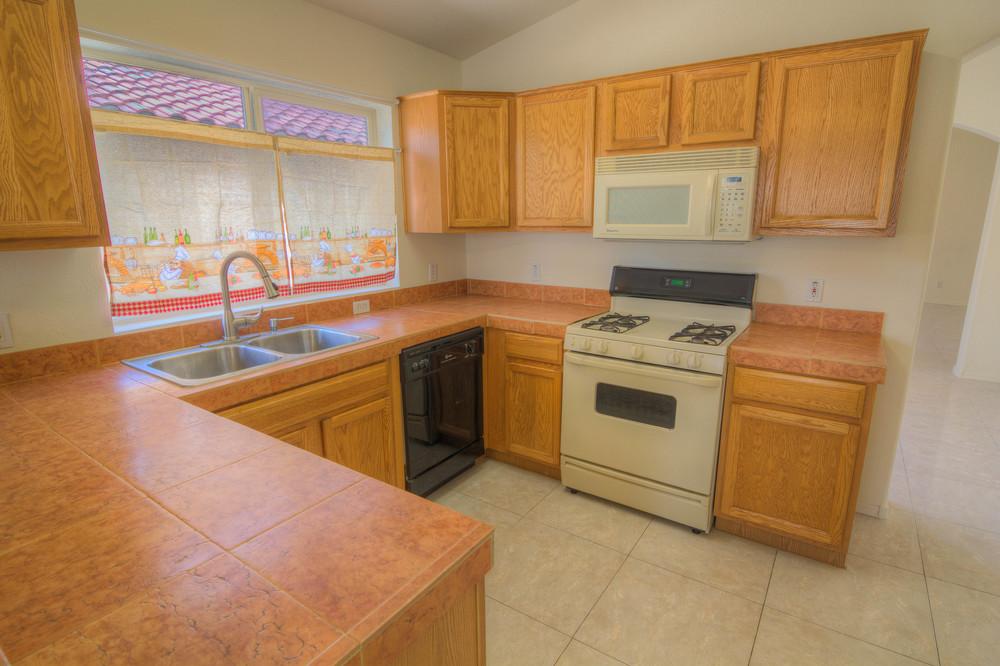 22 Kitchen b.jpg