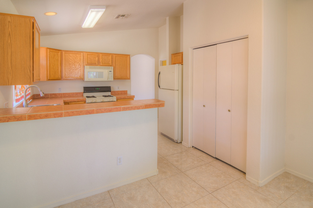 24 Kitchen d.jpg